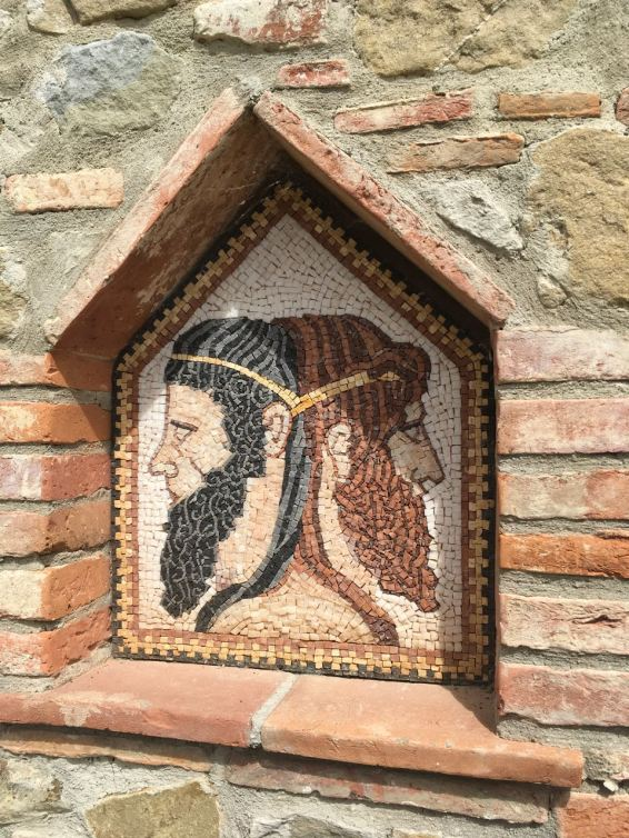 The hills around Panicale are all named after Roman gods. In the case of Yvonne's house, the hill is named after Janus.